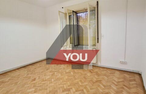 Apartament Arad de inchiriat 2 camere decomandat birouri central pret 300 euro/luna